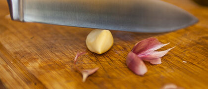 Crushing garlic with knife