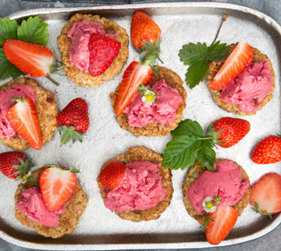 Oaty Cookie Strawberry 'Nice Cream' Sandwiches