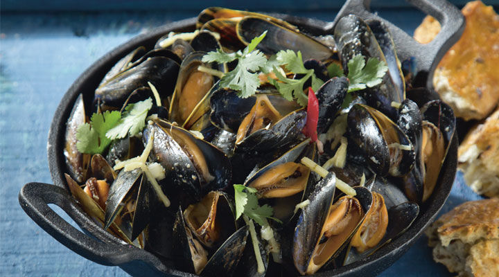 Thai-Style Mussels with Crusty Bread
