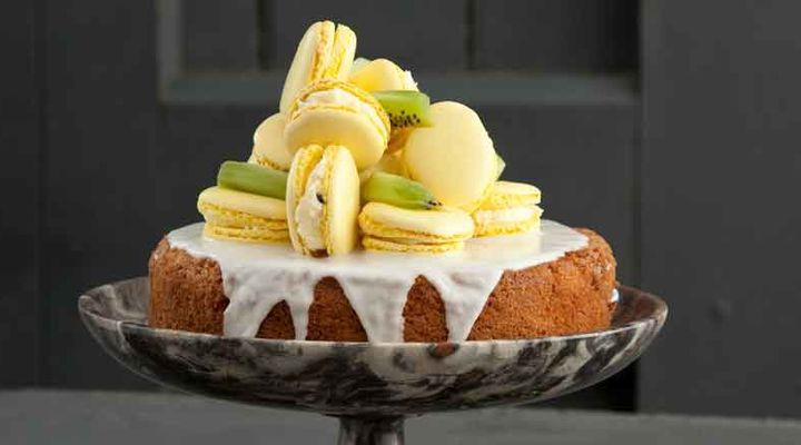 Lemon sponge with macarons